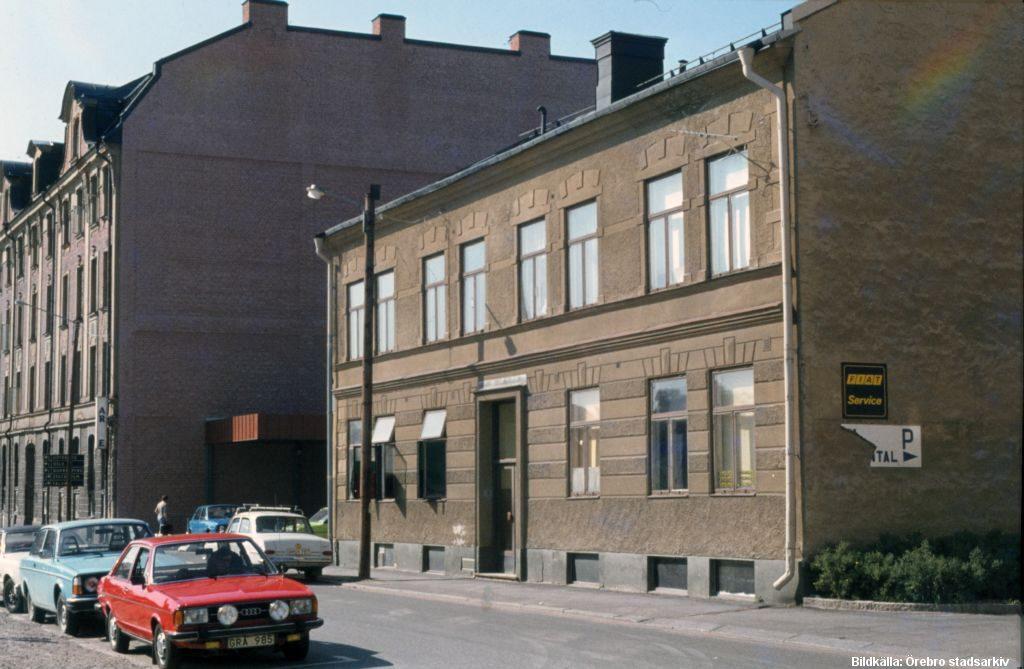 Huset mitt i bilden, rivs 2017 Kvarteret Fåfängan Fredsgatan Örebro / Foto Örebro Stadarkiv/Hans Andersson